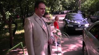 03_Выход жениха и невесты из подъезда