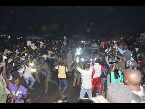 Arrivée du président ABDOULAYE WADE À DAKAR : une foule immense à l'accueil…
