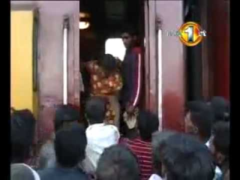 Bhalki Live Video A Girl  & Train accident  Bhalki Railway accident