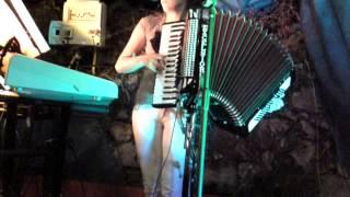 Repeat youtube video catia y su acordeon en sanpedro areñas 2012