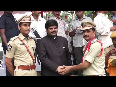 POLICE OFFICERS AND MEN RECEIVING LETTER OF COMMENDATION - YouTube