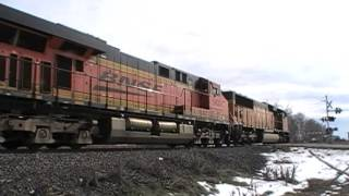 Gambar cover BNSF hauling coal on the Jointline by Kellytown, CO