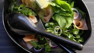 Салат из щавеля. Салат с копченым лососем.