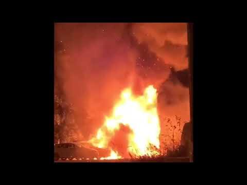 Alarma en Bueu al arder un vehículo en una zona de aparcamiento