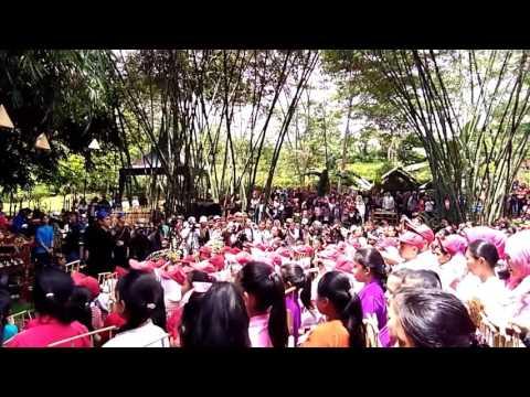 lagu indonesia raya dengan angklung