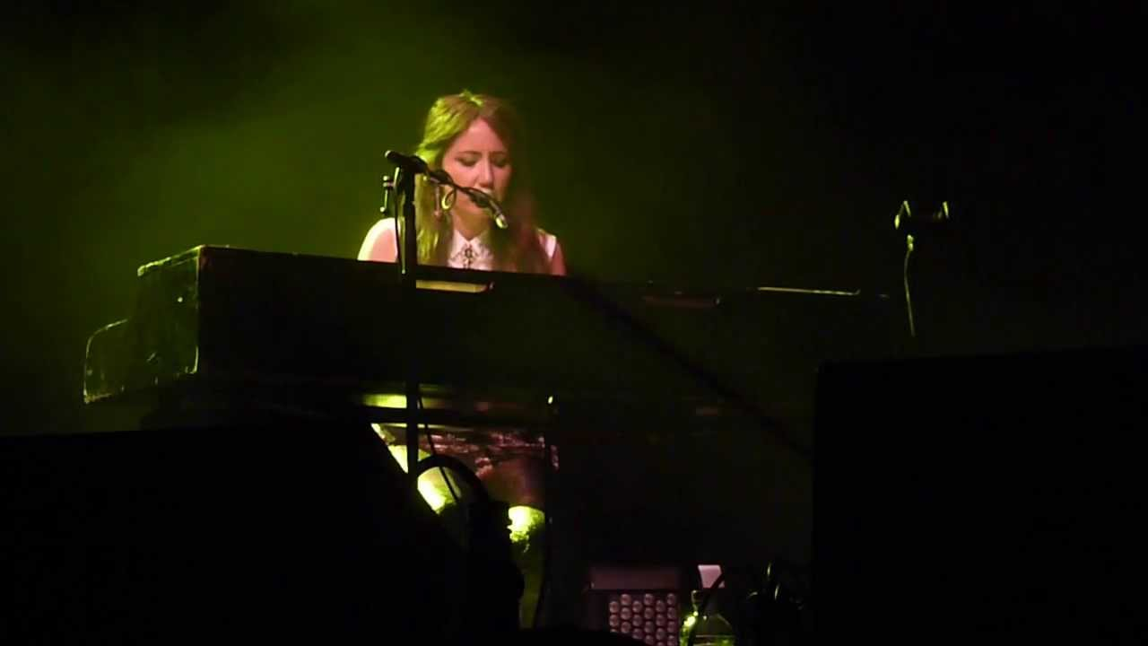 Kt Tunstall Yellow Flower Derngate Northampton 06 November