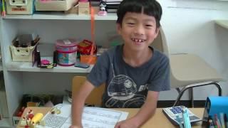 鶴田式のメソッドの一つ「鉛筆で隠して繰り下がり」で計算をする1年生の...