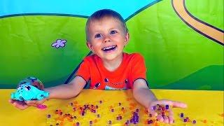 Малыш Даник играет с черепашкой и шариками ORBEEZ - Развлекательное видео для детей
