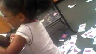 4yr old lil girl tears up metro pcs store