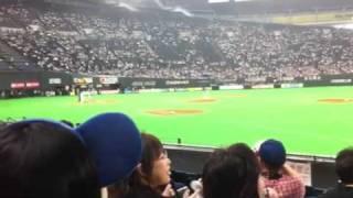 六月八日セパ交流戦札幌ドーム Goingの企画で亀梨和也が稲葉篤紀選手と対決の様子.