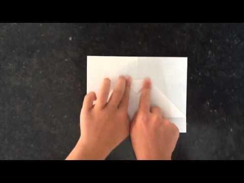 faire un avion en papier comment plier une feuille de papier pour la transformer en avion. Black Bedroom Furniture Sets. Home Design Ideas
