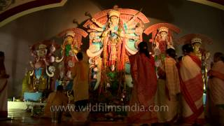 Durga Maa and her devotees: Aarti at CR Park Durga Puja