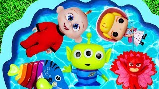 Learning with Pool of Toys - The Incredibles and Toy Story toys go swimming