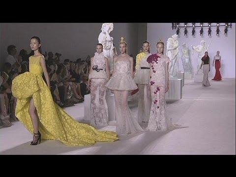 ab338a377c6d Parigi alta moda. La metamorfosi di Dior - le mag - YouTube