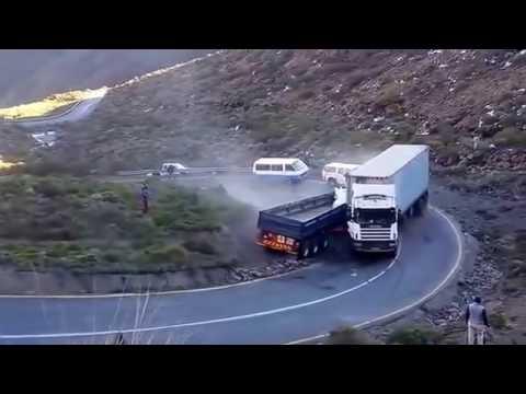 sorprendente Camión pierde el control y no consigue frenar