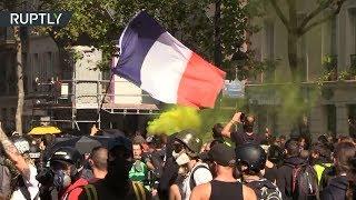 Сльозогінний газ і розбиті вітрини: у Парижі проходить 45-я акція протесту «жовтих жилетах»