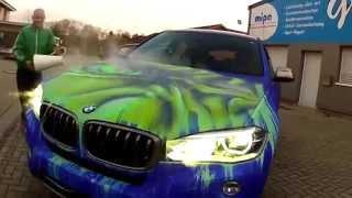 فيديو: شاهد سيارة بي ام دبليو التي تغير لونها وتتحول إلى هالك