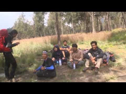 Menembus Puncak Sang Mahameru & Explore Mahameru