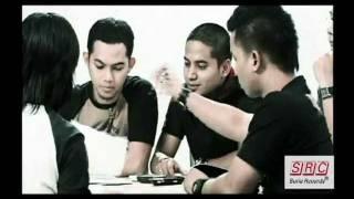 Sofaz - Bukan Disini (Official Music Video)