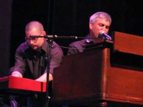 Taylor Hicks and the Jamie McLean Band sing Why Can't We Live Together at Ridgefield CT