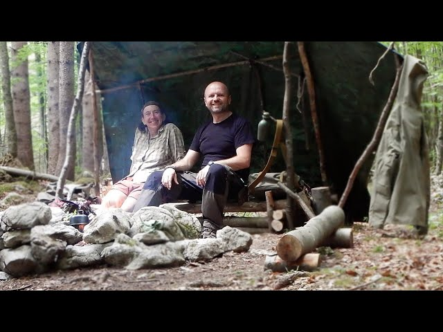 Bushcraft Survival, Leaf Baked Wild Edibles with Susanne