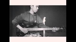 Desmond Amos testing yamaha bass rbx 374 (video 2)