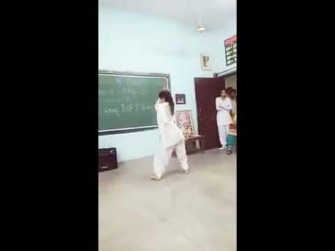 Dance in haryanvi song. Bolan me b tota h