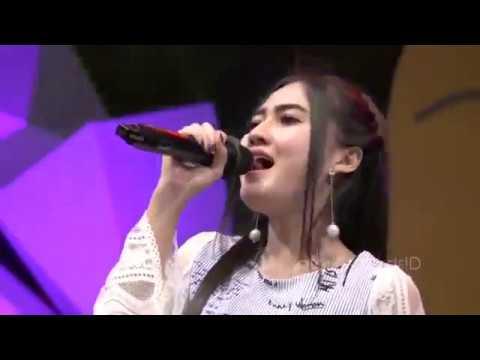♥-nella-kharisma-aku-takut-official-music-video
