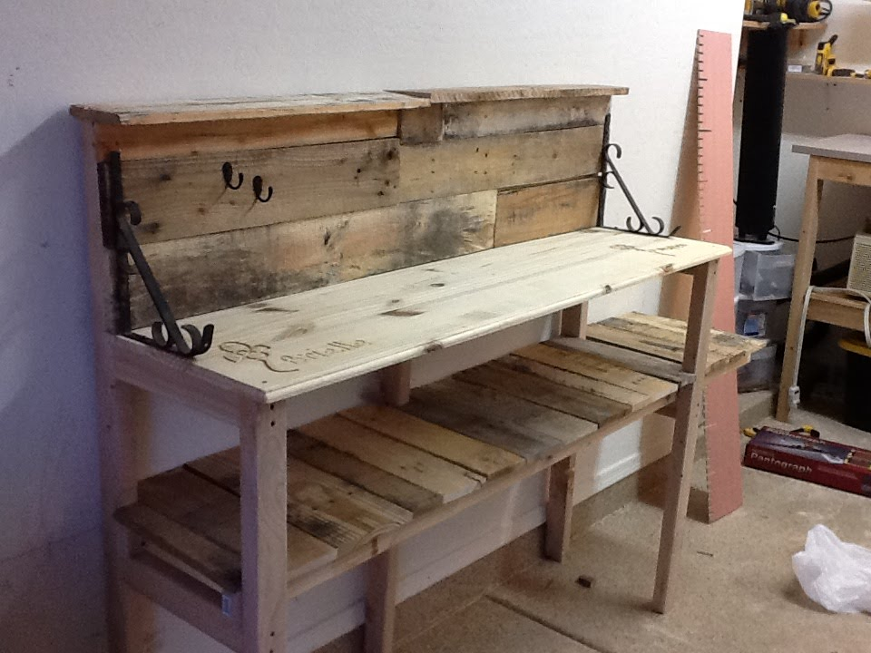 DIY : Pallet Wood Potting Bench   YouTube