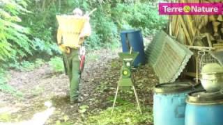Repeat youtube video Utiliser le mulch pour diminuer le travail au jardin