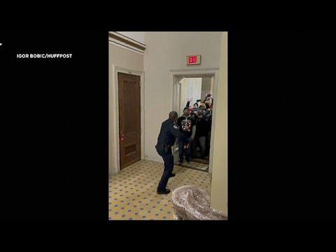شاهد: شرطي أميركي واجه مقتحمي الكابيتول وحيداً وتوجه لمنحه ميدالية الكونغرس الذهبية  …