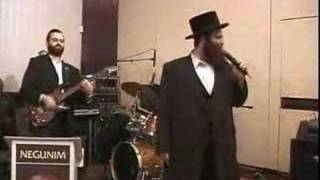 Shloime Taussig does Carlebach