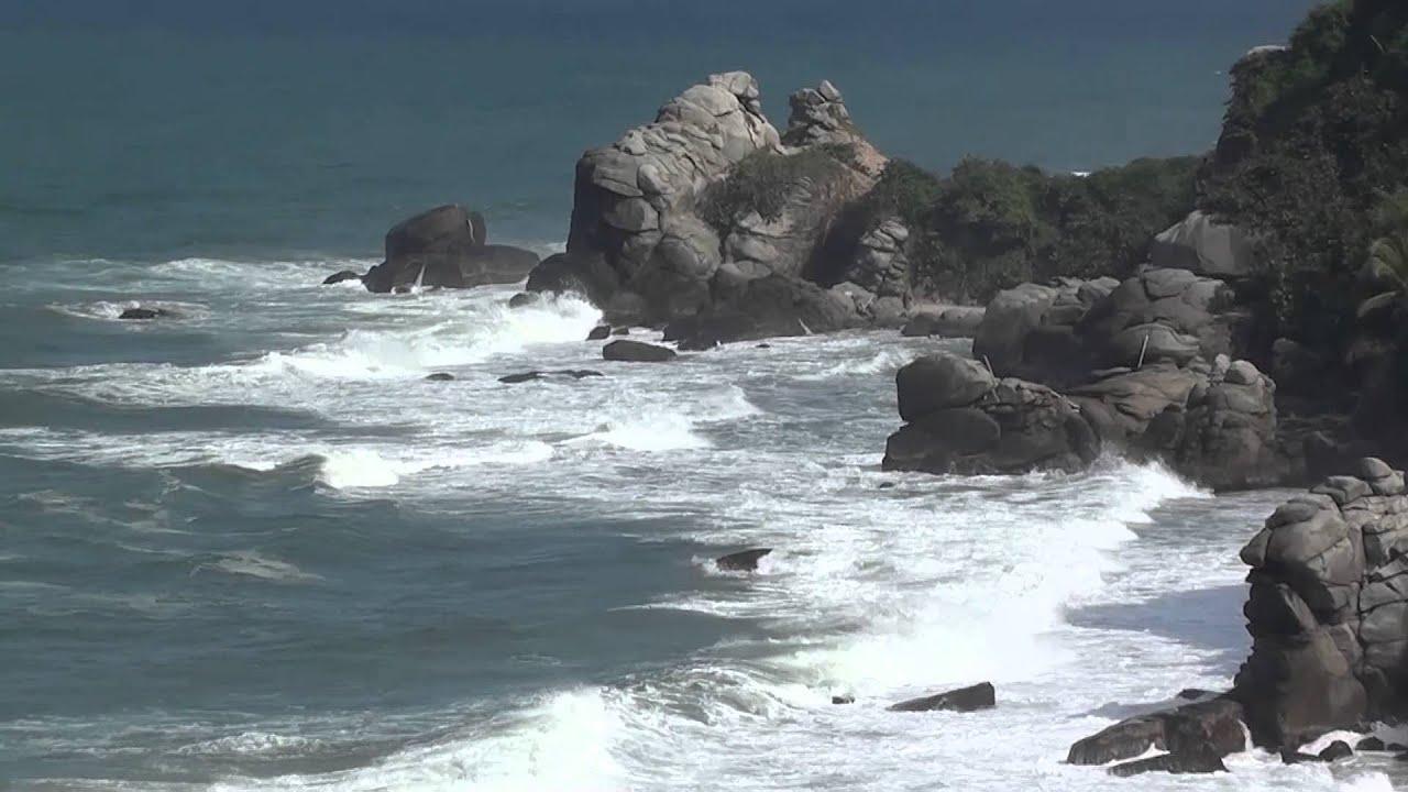 #3911, Acercamiento Las Grandes Rocas En El Mar [Raw