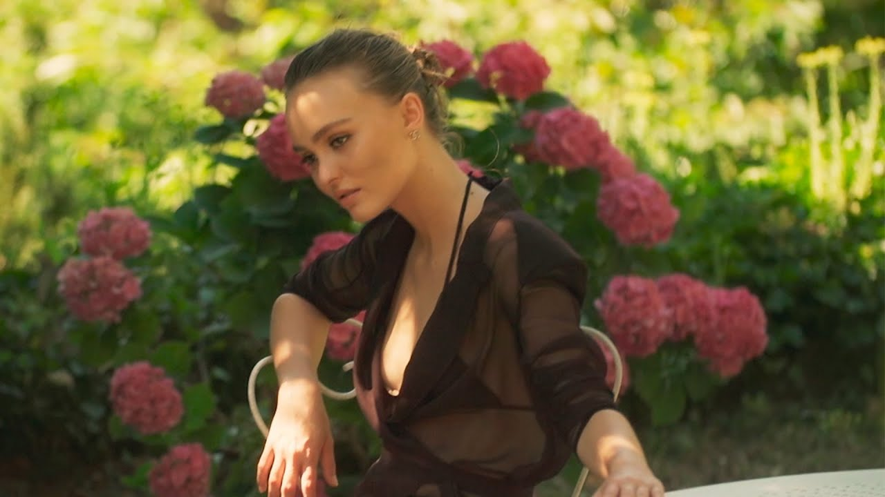 Making-of the Cruise 2020/21 Collection with Lily-Rose Depp —  CHANEL