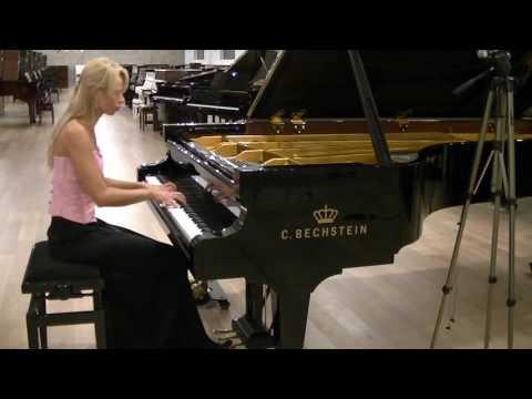 R. Schumann Fantasiestucke Op. 12 Fabel, plays Anna Lipiak