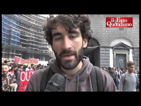 Buona Scuola, polizia carica studenti a Napoli: feriti fra manifestanti e agenti