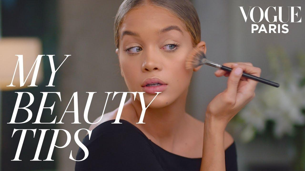 27a2609c217 Model Jasmine Sanders' Golden Glow Makeup Tutorial | My Beauty Tips | Vogue  Paris