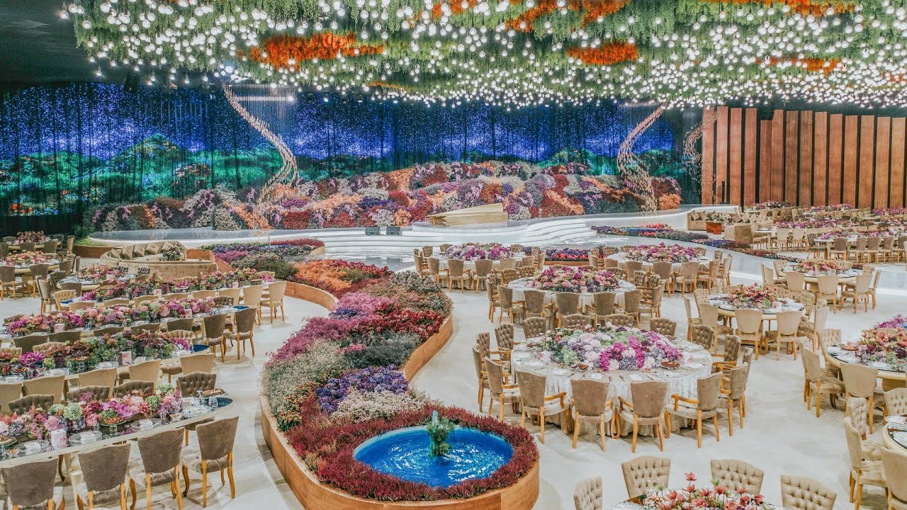 Qatari Wedding Filled With Thousands of Flowers!