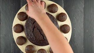 Кладем 12 шоколадных кексов в круг и украшаем кремом. Идеально на 31 декабря!