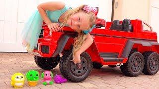 Nastya hizo experimentos con juguetes