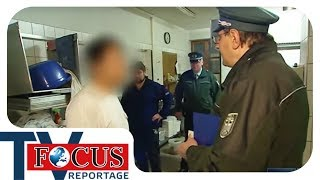 Unterwegs mit den Fahndern vom Zoll - Focus TV Reportage