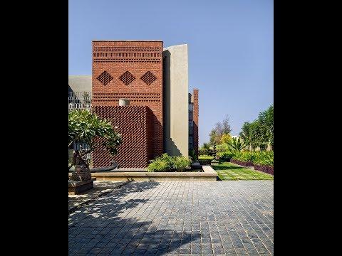 15,000 Sq.ft Brick House In Solapur By Studio Humane