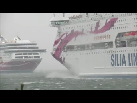Tallink Silja Viking Line In Hard Wind In Mariehamn December 5 2015