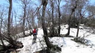 残雪の上を歩いて扇ノ山に登ったときの映像です。夏とは違い、視界が開...