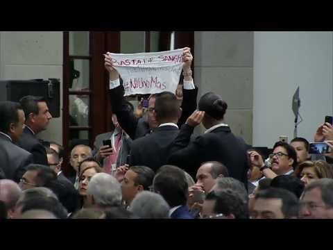 El periodista Álvaro Delgado le hace una protesta al Presidente EPN