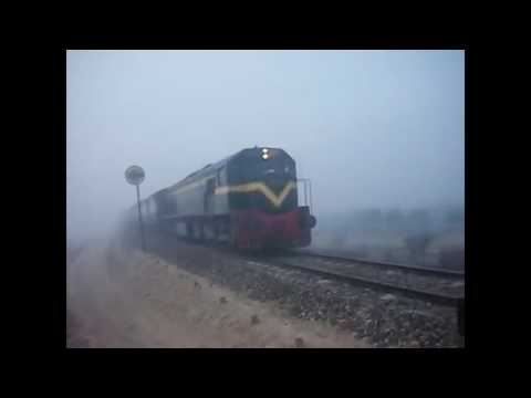 Pakistan Railway Train EMERGE FROM DENSE Heavy Fog Weather COMPILATION
