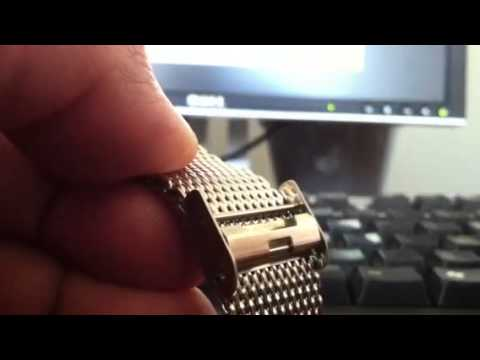 Adjusting clasp on metal mesh watch band