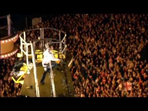 Robbie Williams - Let me entertain you (Live in Leeds, 2006)