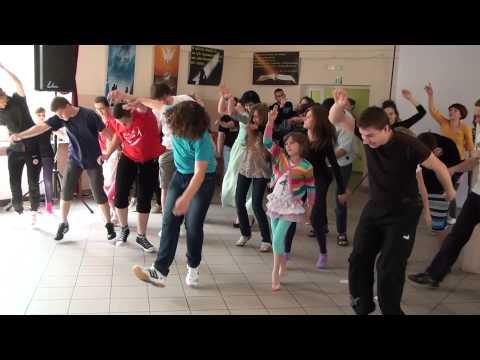 Rekolekcje w Rakowicach Wielkich - lato 2013 - taniec - Tunak Tunak Tun