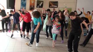 Repeat youtube video Rekolekcje w Rakowicach Wielkich - lato 2013 - taniec - Tunak Tunak Tun